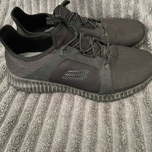 Skechers Mens Size 9.5 - GUC